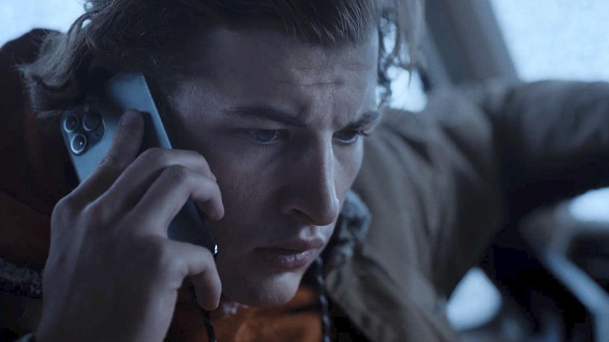 Phone flip New Quibi series 'Wireless' empowers the viewer