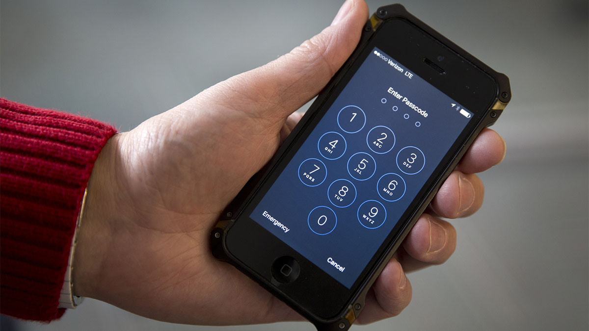 Turn off, turn on Simple step can thwart top phone hackers
